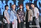 小賴、邱鋒澤、陳零九、婁峻碩和黃偉晉組成限定男團「五堅情」。(圖/記者林聖凱攝影)
