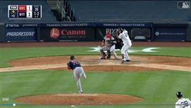 ▲吊高球不夠高,洋基桑契斯(Gary Sanchez)敲出457英呎全壘打。(圖/翻攝自MLB官網)