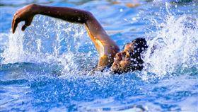 游泳,玩水(圖/翻攝自unsplash)
