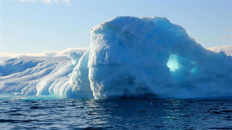 南極冰架崩裂出巨大冰山 面積逾1千平方公里!