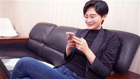 ▲賴品妤昨(19)日在臉書PO文,曝光自己辦公的照片(圖/翻攝自賴品妤臉書)