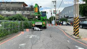 台中吊車輾死2歲童,孕婦載女兒外出遇車禍/翻攝畫面