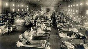 荒唐放血救命!歐洲黑死病釀7500萬人亡 鳥嘴醫師救世