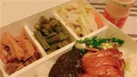 燒臘、配菜、山寨養樂多、叉燒、油雞。(圖/翻攝自爆怨公社)
