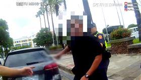 員警路檢遇酒醉男持刀攻擊 生死一瞬間驚險實錄曝光