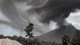 印尼火山爆發,錫納朋火山(圖/翻攝自redfahdexplain IG)