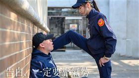 女警,警察,壁咚,TCPB局長室,台中市警察局。(圖/翻攝自TCPB 局長室臉書)