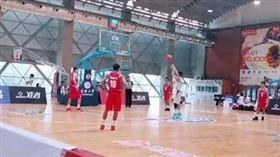 ▲中國大學聯賽出現打很假的比賽。(圖/翻攝自微博)