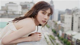 蔡黃汝Flo 全新單曲 〈煙火〉與兒時偶像阿沁合作 稱迷妹圓夢 之旅  (繁星浩月 提供)