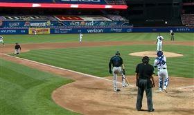 ▲馬林魚貝提趁捕手回傳球給投手時盜本壘。(圖/翻攝自美國職棒官網)