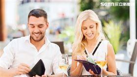 男女在認識階段時到底能不能問「年薪」?國際婚戀交友App《SweetRing》調查(圖/SweetRing)
