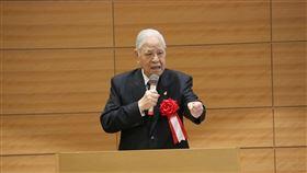 李登輝日本國會設施演講 預言再活5年前總統李登輝2015年7月22日在日本眾議院議員會館以日語演講時說:「我能為台灣做事的時間大約只剩5年,為了打造更成熟的民主社會,想把餘生獻給台灣。」中央社記者楊明珠東京攝 109年8月23日