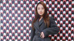 「鄉民老婆」吳卓源穿著Prada 2020秋冬系列。(圖/PRADA提供)