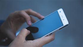 手機,語音,打字,低頭族(翻攝自 爆廢公社)