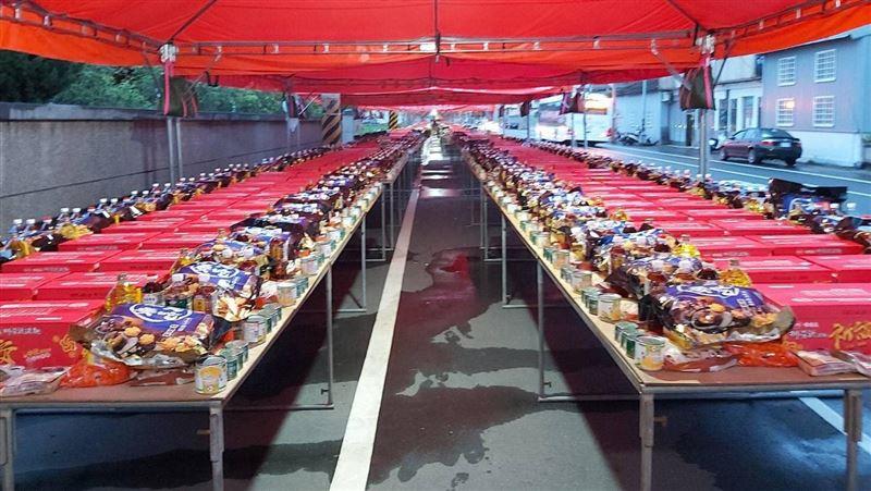 超壯觀!台中大甲普渡 供桌望無盡頭
