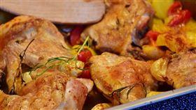 烤雞整隻啃光,好市多竟還可以退貨。圖非好市多烤雞。(圖/翻攝自pixabay)