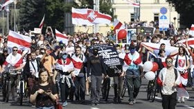 白俄羅斯民眾走上街頭,抗議總統魯卡申柯( Alexander Lukashenko),圖/美聯社/達志影像