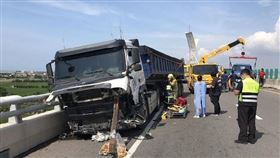 台61線砂石車撞工程車 1死3送醫(圖/翻攝畫面)