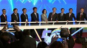 ▲總統蔡英文見證5G開台,高速低延遲,台灣迎向智慧生活。(圖/擷自三立新聞網YT畫面)