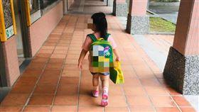 第1天上學會哭?女童1句話網讚霸氣(圖/翻攝自爆廢公社臉書)