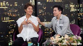 歌壇創作才子吳克群與前棒棒堂成員阿緯(劉峻緯),今(2)日來到Yahoo TV《茜問》。圖/Yahoo TV提供