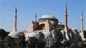 聖索菲亞清真寺近1500年歷史的世界遺產聖索菲亞(圖)定位從博物館改成清真寺,土耳其24日將開放穆斯林進行86年來首場聚禮。圖攝於22日。中央社記者何宏儒伊斯坦堡攝  109年7月23日