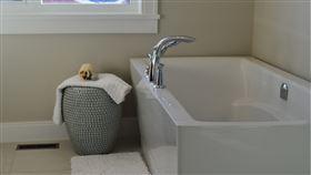浴室,浴缸,廁所,泡澡(示意圖/翻攝自Pixabay)