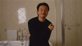 一位曾經拍攝過張國榮的日本攝影師清永安雄(Yasuo Kiyonaga),分享了幾張從未曝光的照片。(圖/清永安雄授權提供)