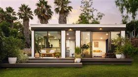 位於美國加州的奧克蘭城市「Mighty Buildings」建築公司,使用6公尺的3D列印機,只用短短一天的時間,打造出一棟美輪美奐的「豪宅」。(圖/Mighty Buildings公司授權提供)