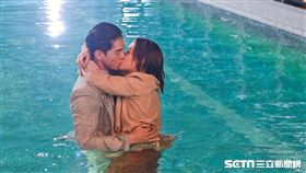 浪漫輸給你,宋芸樺,張立昂,水中,擁吻