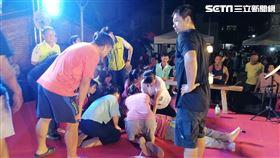 金曲歌手嚴詠能台上突倒下 護理媽媽第一時間協助急救圖/網友潘恩哲提供