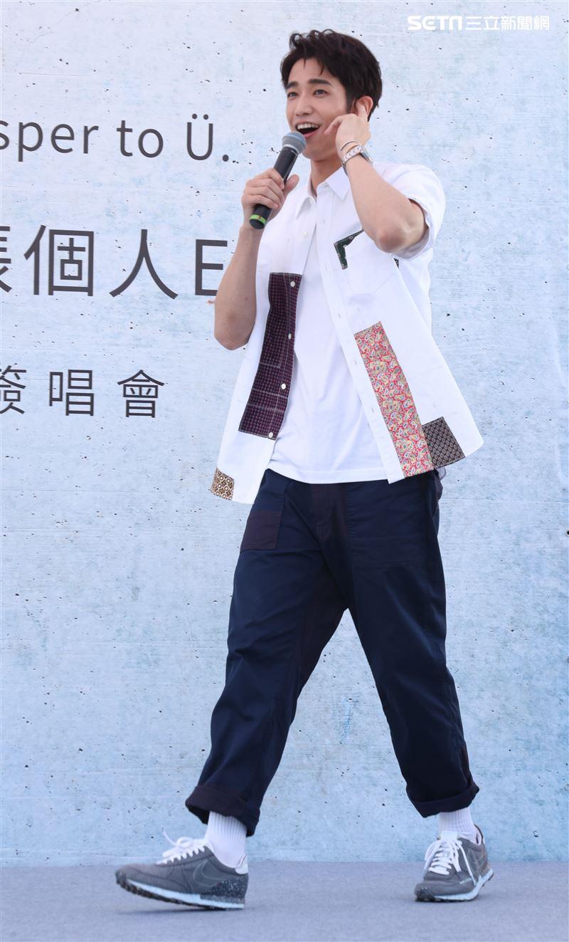 劉以豪首張個人EP「Ü」台北慶功簽唱會。 (記者邱榮吉/攝影)