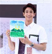 劉以豪首張個人EP「Ü」台北慶功簽唱會,親自即興作畫,送給幸運的粉絲。 (記者邱榮吉/攝影)