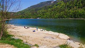 湖邊,湖泊,玩水(示意圖/翻攝自pixabay)
