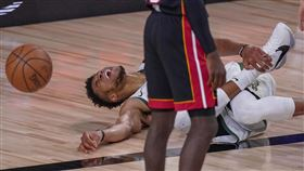 NBA/字母哥傷退 絕境公鹿竟贏了 NBA,季後賽,密爾瓦基公鹿,Giannis Antetokounmpo,傷退 美聯社/達志影像
