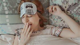 眼罩,睡覺(示意圖/翻攝自Pixabay) https://pixabay.com/zh/photos/yawning-dream-sleep-yawns-tired-5381800/