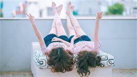 姊妹,雙胞胎,同學(翻攝自 Pixabay)