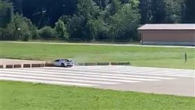▲Bugatti Veyron Grand Sport L'Or Blanc撞車(圖/翻攝自thesupercarsquad IG)