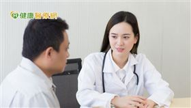 李世明醫師表示,不孕症患者治療過程中,身心均承受龐大壓力,因此可藉由心理諮商協談,給予正面力量及支持,讓患者獲得更全面的治療。(照片為意境照)