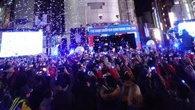 東京澀谷跨年  和風表演炒熱倒數氣氛日本東京澀谷近年來成了年輕人跨年倒數的好地方,2018年跨2019年的活動採日式傳統表演風格,讓許多旅日或在日外籍人士有一番特別的體驗。中央社記者楊明珠東京攝  108年1月1日