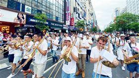 彩虹城市管樂團以音樂向爭取平權英雄致敬彩虹城市管樂團是由一群對LGBTQ+族群友善且熱愛管樂的人士組成,今年迎接5週年,19日將在新北市舉辦「英雄們」HEROES音樂會,要向一路上為樂團付出,為平權付出的無名英雄們致敬。(彩虹城市管樂團提供)中央社記者趙靜瑜傳真  109年9月9日