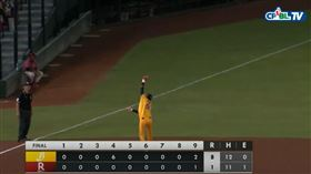 王威晨跳接守備結束比賽。(圖/翻攝自CPBL TV)