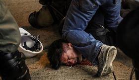 中央社攝影記者吳家昇,以「香港反送中運動」系列照片,榮獲新聞類金獎及2項榮譽獎,繼莫斯科國際攝影獎金獎殊榮後再獲肯定。(中央社檔案照片)