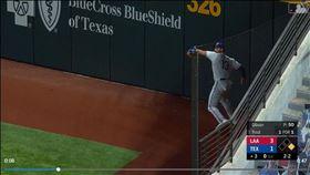 ▲遊騎兵右外野手加洛(Joey Gallo)超狂雷射肩抓雙殺。(圖/翻攝自MLB官網)