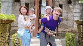 YouTuber蔡阿嘎跟老婆二伯婚後育有「蔡桃貴」和「蔡波能」。二伯IG