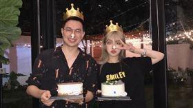 周揚青即將在12日度過32歲生日,她在微博曬出賭王千金何超蓮和男友竇驍提前幫自己慶生的照片