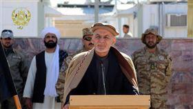 阿富汗總統甘尼(前)7月31日下令釋放500名塔利班囚犯,啟動停滯多時的和平談判。(圖/翻攝自twitter.com/ashrafghani)