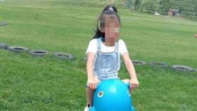 中國四川小學生遭老師體罰後不幸死亡。(圖/擷取自澎湃新聞)