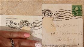 收到1920年明信片!內容超完整…她見郵戳:寄100年▲。(圖/翻攝自Brittany Keech Facebook)