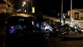 台南對撞車禍「機車起火」!4人送醫 女騎士、5歲童命危(圖/翻攝畫面)